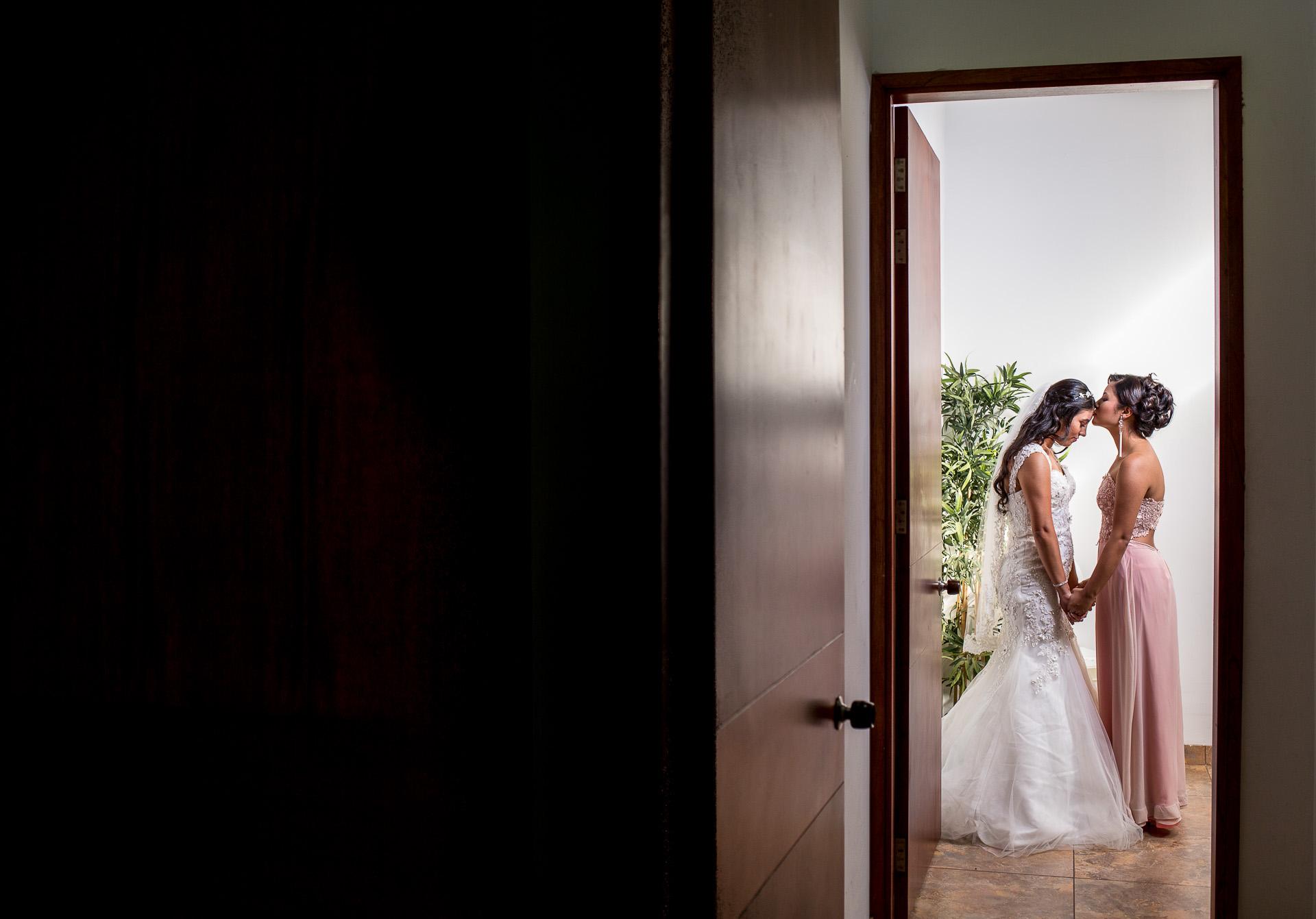 Fotógrafos-de-bodas-en-Colombia-Alejandro-y-Angelica-8 ALEJANDRO + ANGELICA
