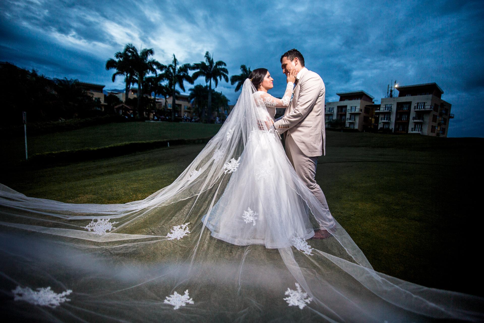 Fotógrafos-de-bodas-en-Colombia-Sthephanie-y-David-40 STEPHANIE + DAVID